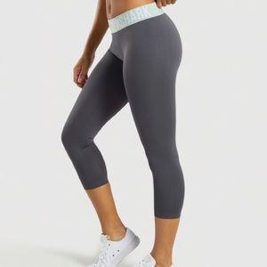 Gym shark crop leggings